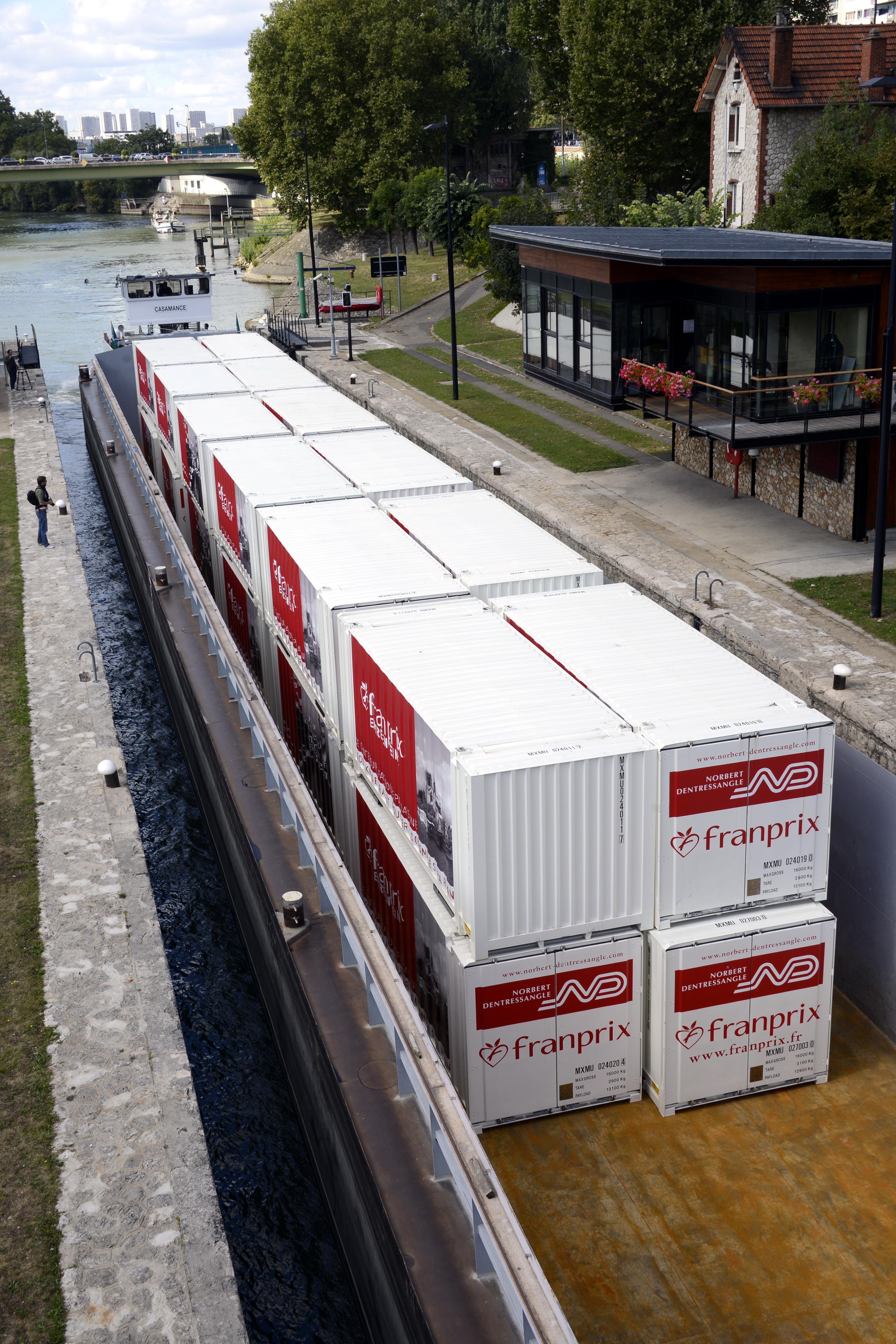 Grande distribution, approvisionement par un transport route fleuve des Franprix